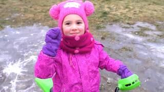 Anna bike is stuck on ice Ride on POWER WHEEL