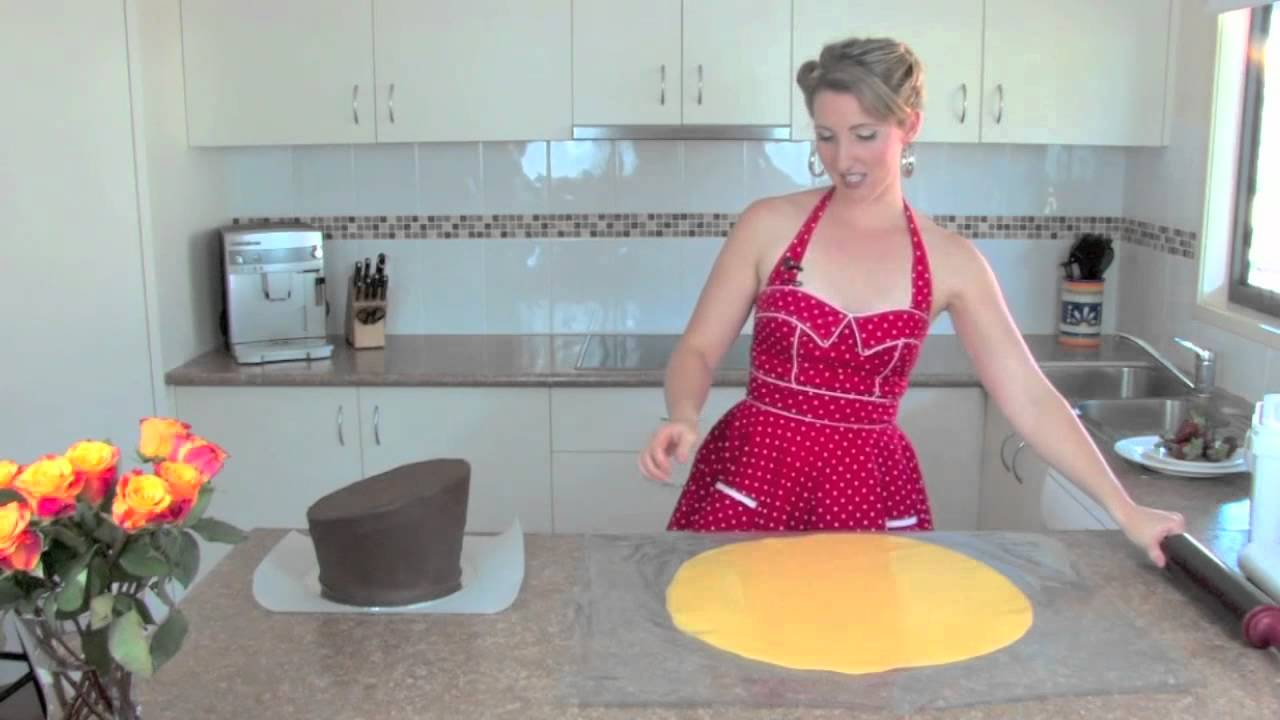how to cut a crumbly cake