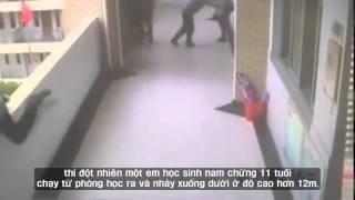Học sinh bất thần nhảy từ ban công tầng 4 xuống đất