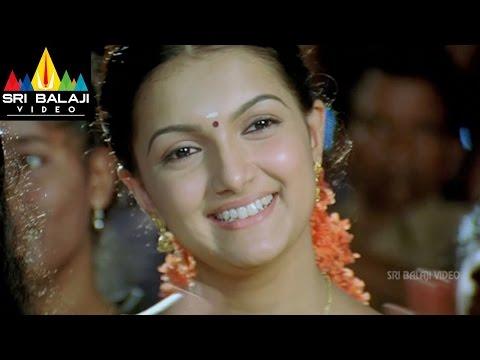 Bheemili Kabaddi Jattu Movie Nani and Saranya Scene at village festival   Sri Balaji Video