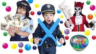 怪しい~!! 警察ごっこ職務質問に挑戦!! パトロールは成功するのか!? こうくんねみちゃん Play POLICE thumbnail