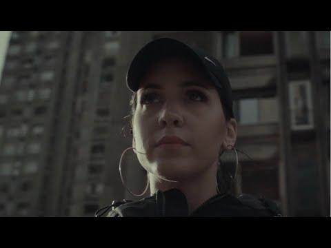 Смотреть клип Mimi Mercedez - Zvuci Sirena
