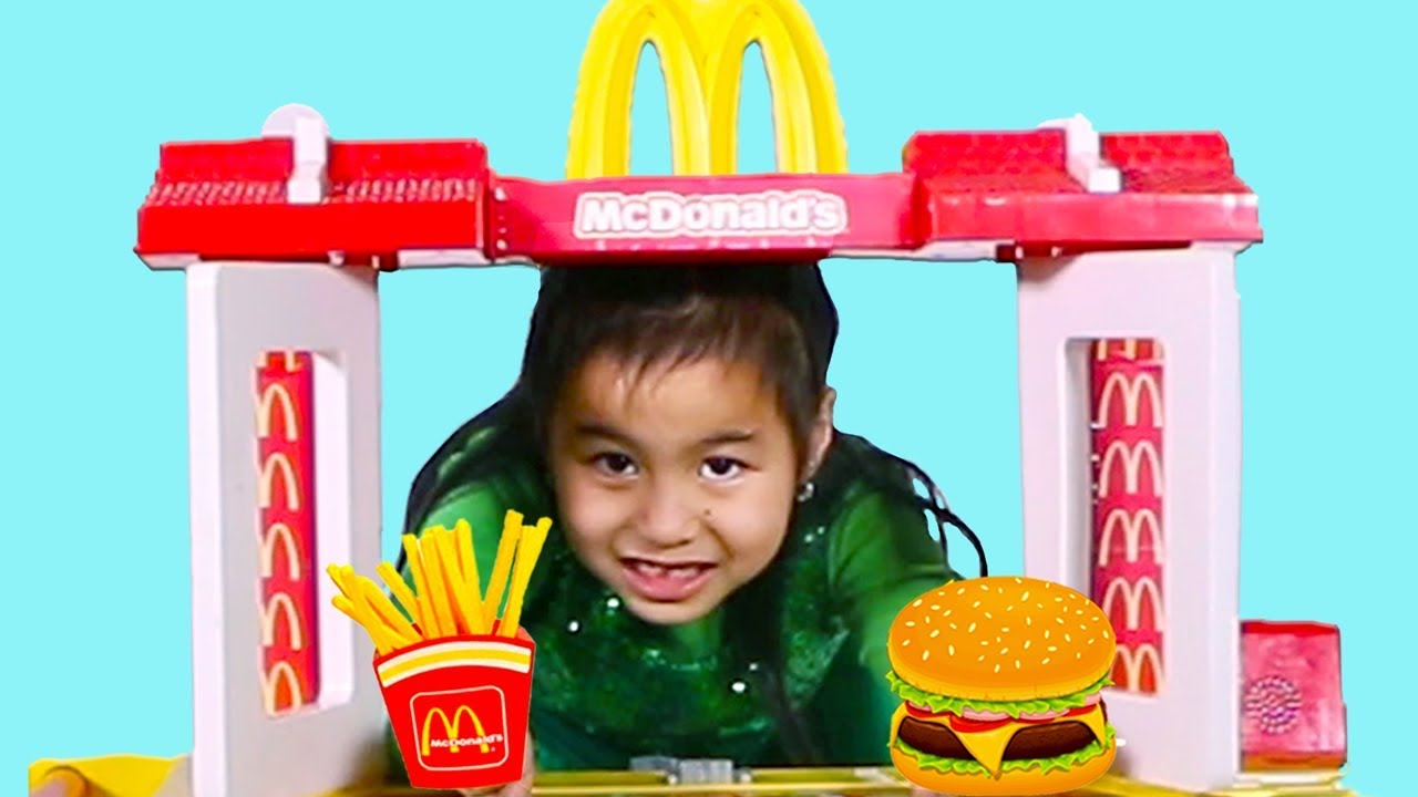 Jannie & Lyndon Pretend Play With Mcdonalds Fast Food Toy