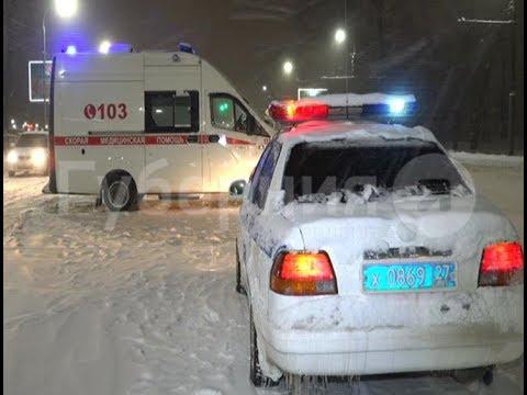 Скорая помощь с экстренным пациентом на борту попала в ДТП в Хабаровске. Mestoprotv