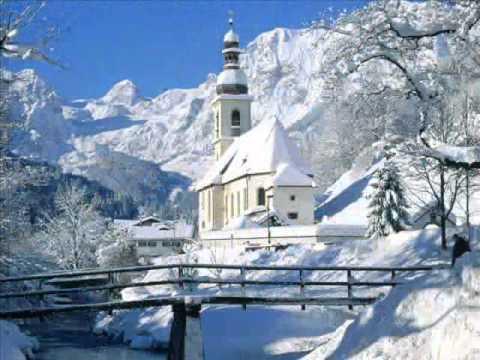 Клип Saint Etienne - Through The Winter
