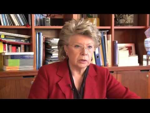 """V. Reding: """"Les femmes amènent un profit financier supplémentaire aux entreprises""""."""