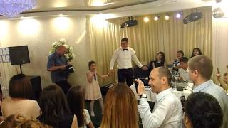 Семилетняя девочка спела на свадьбе просто шикарно!!!