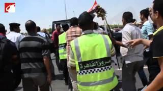 ضرب مواطن يرفع إشارة رابعة أثناء مرور موكب السيسي