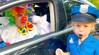 Como una policía Nastya enseña las normas de conducta a conductores
