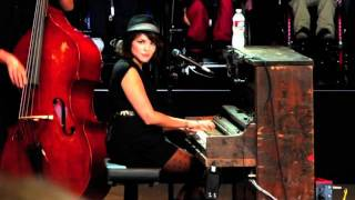 Norah Jones  - Jolene (Dolly Parton) - Bridge School Benefit 2011