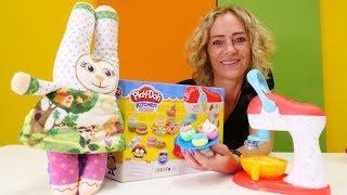 Play Doh Schule mit Nicole. Wir machen für Bunny Plätzchen. Spielzeugvideo für Kinder