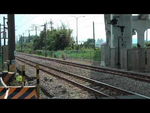 [HD] The Taiwan TRA Local train Daewoo EMU 500 pass the Qiuchang Road level crossing