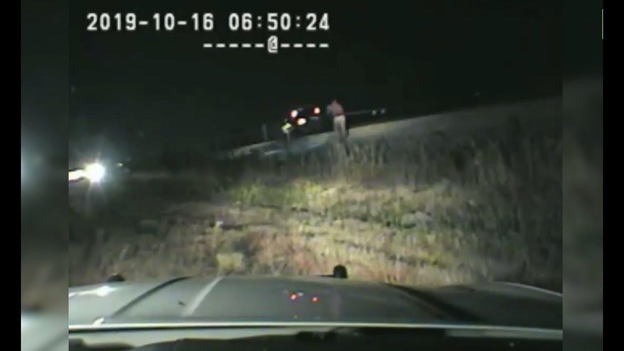 В США полицейский вытащил водителя из автомобиля за несколько секунд до столкновения с поездом