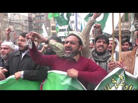 Pakistanis Burn Indian PM's Effigy As Protests Continue