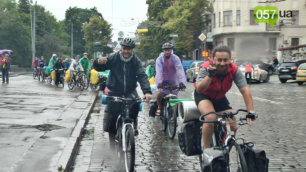 Проезжали педики на велосипеде темно-зеленого