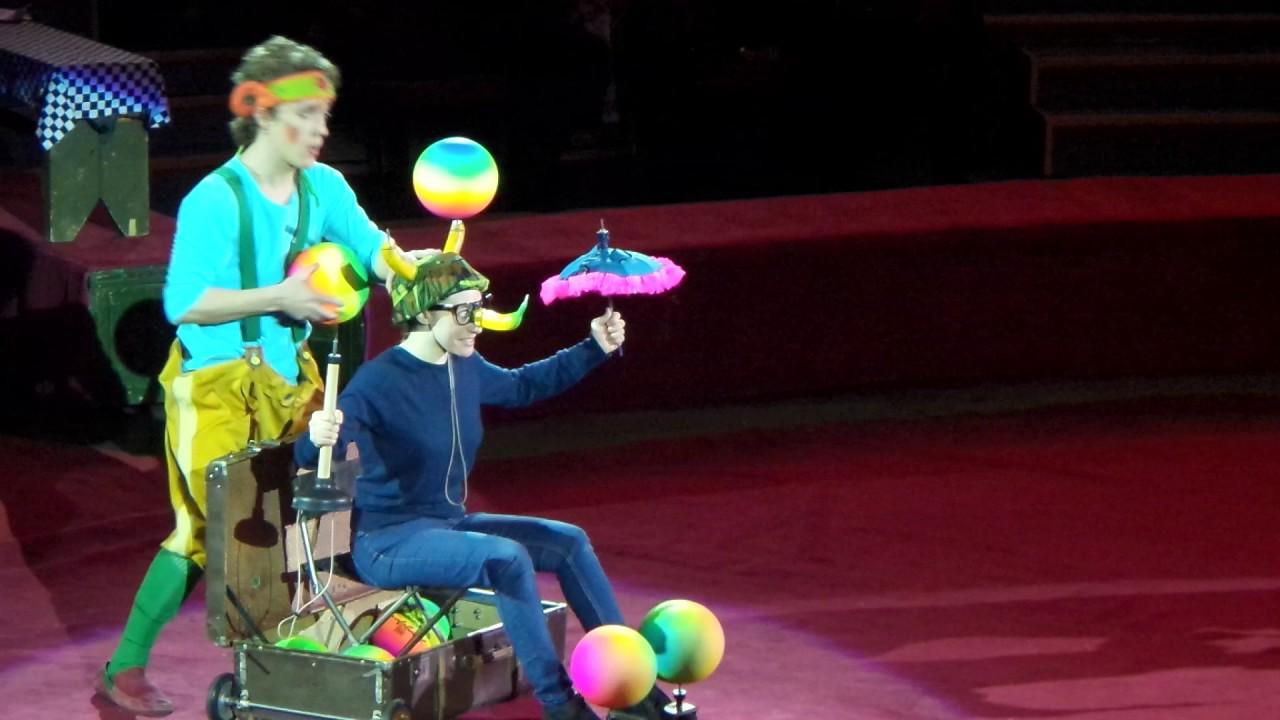 Видео цирк клоуны семейка папа мама и дочка из россии
