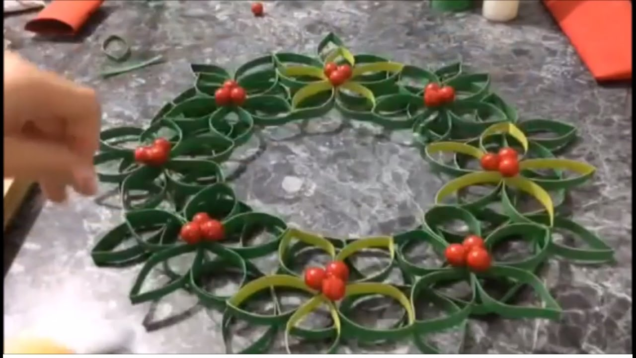 Corona navide a con tubos de papel corona para navidad for Coronas de navidad
