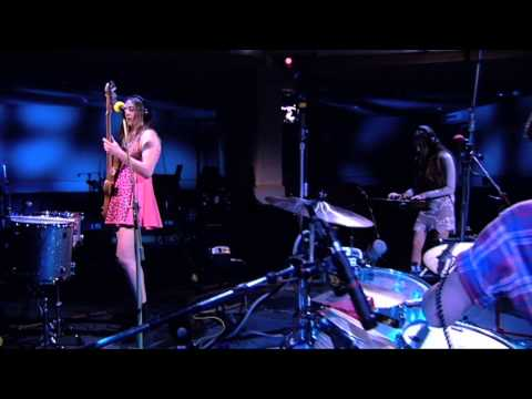 HAIM - Falling - Exclusive and live at Maida Vale