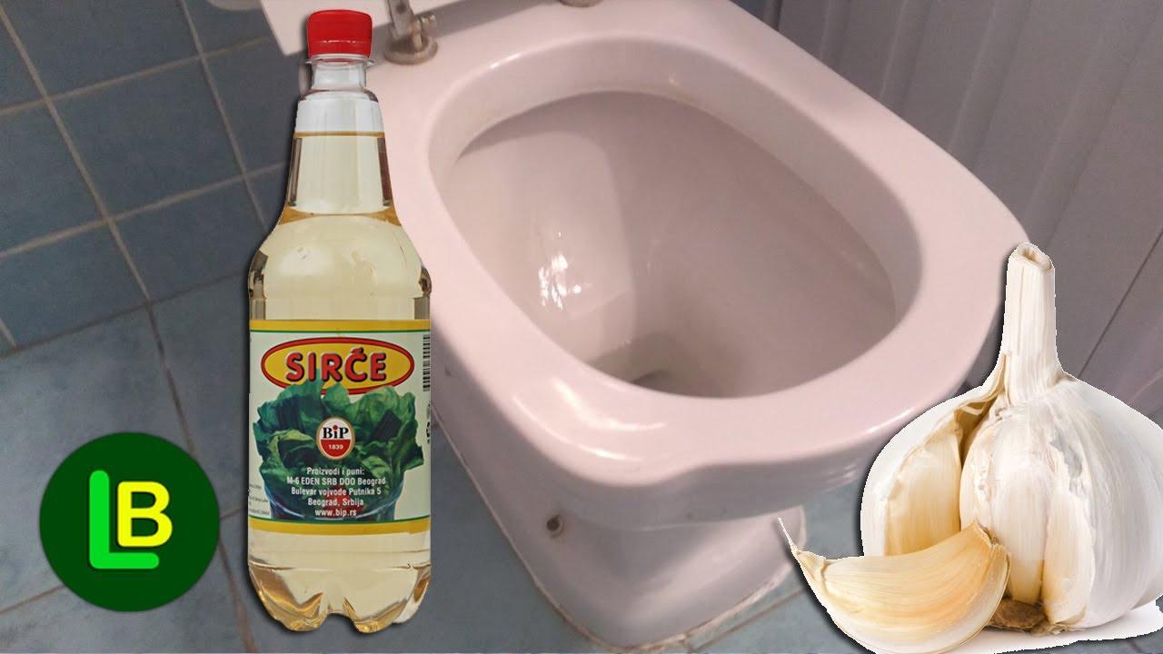 U wc šolju stavite beli luk da prenoći pa sipajte sirće, a onda uživajte kako blista