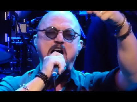 Video of ex-Queensryche vocalist Geoff Tate performing Queensryche classics posted..