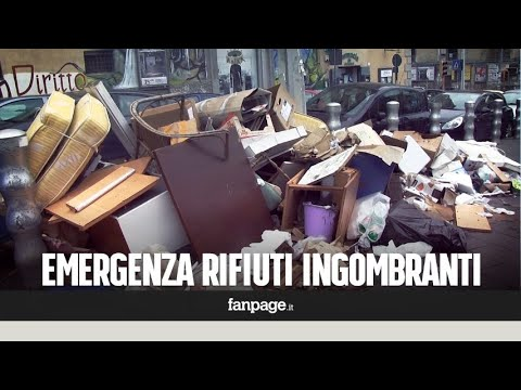 Napoli emergenza rifiuti al centro: gli ingombranti in strada da giorni