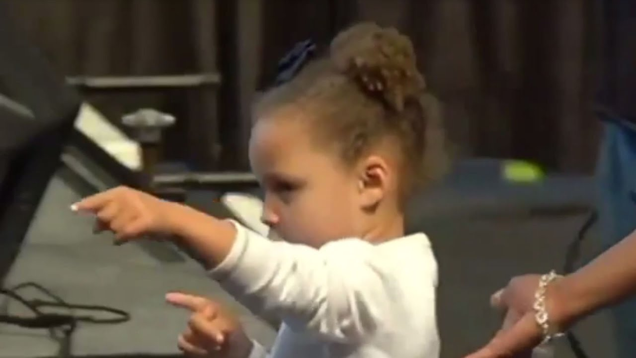 WATCH  Riley Curry Gets Into DAB BATTLE with Fan at Dad Steph s Jersey  Retirement - YouTube 724e2fb1a