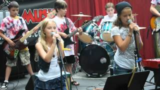 Baixar 10 y.o. Brianna Jaffe sings Stop Stop ( The Black Keys ) with Doom Buggy 7-13-2012
