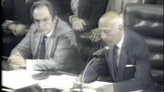 Ulisses Guimarães declara promulgada a Constituição de 1988