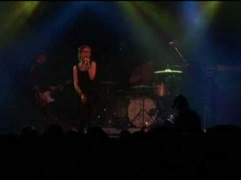 Клип The Cardigans - Don't Blame Your Daughter (Diamonds)