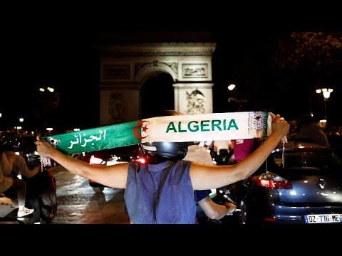 Argelinos invadem ruas francesas