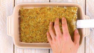 Du schichtest gebackenen Blumenkohl, Schinken & Käse.