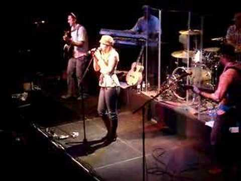Colbie Caillat - Turn Your Lights Down Low (Live in Cologne)