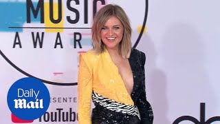 Country star Kelsea Ballerini looks cute in yellow at the AMAs