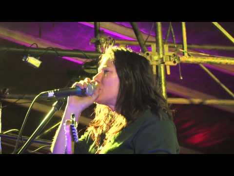 The Breeders - Bang On (Live at SXSW)