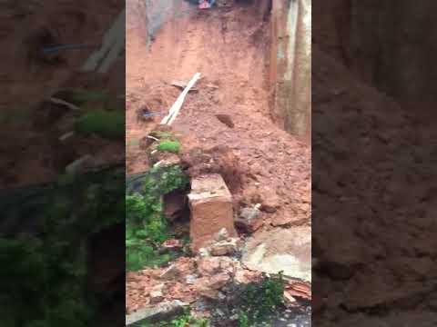 Muro de mansão desaba em BH por causa de temporal