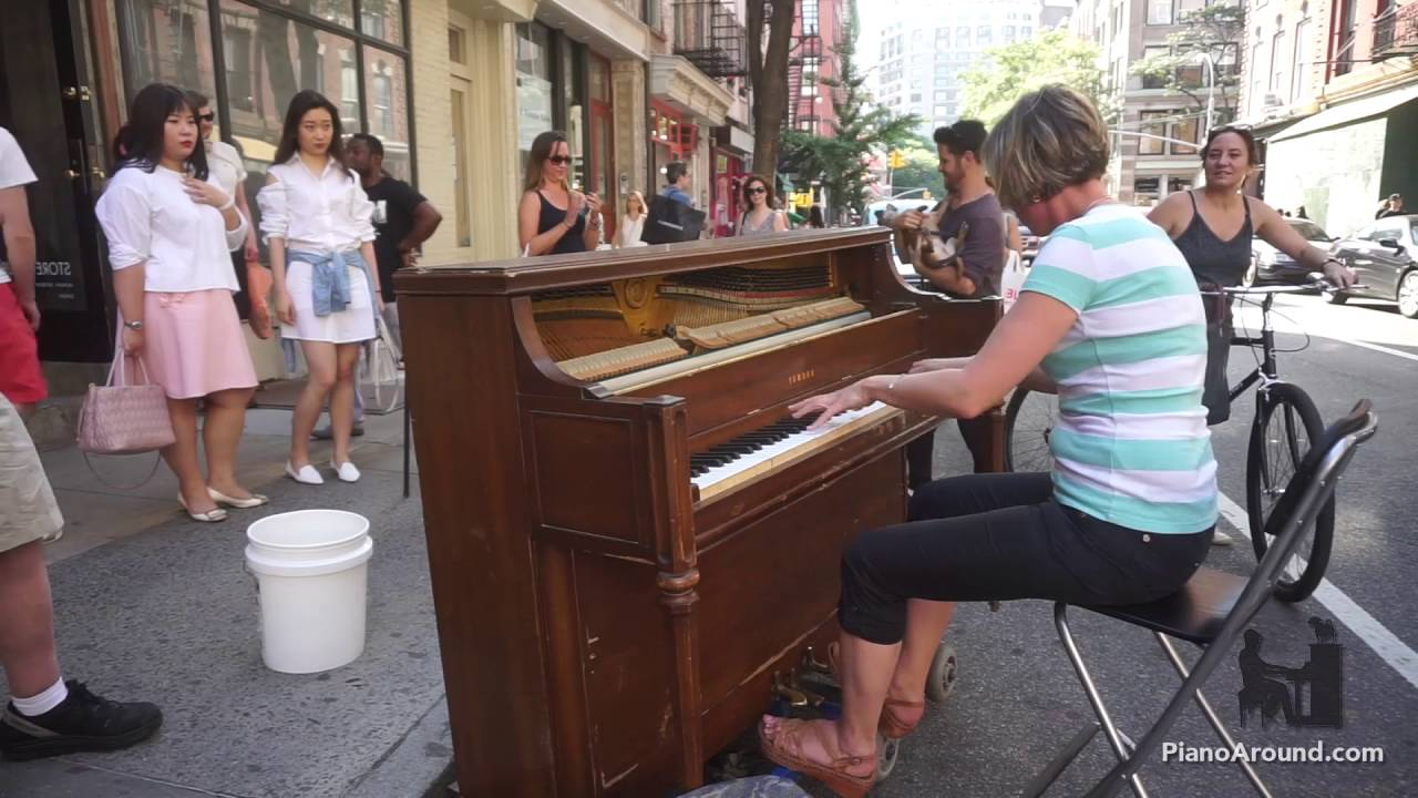 Mom Crushes it on a Street Piano in NYC - Manfred Schmitz Jazz Etude