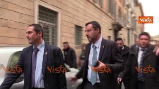 """Salvini inseguito dai giornalisti: """"Vi chiedo mezz'ora di tranquillità"""""""