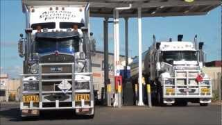 Road Trains on the track, Northern Territory