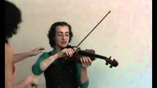 Первые уроки скрипки. Как играть смычком без скрипа.
