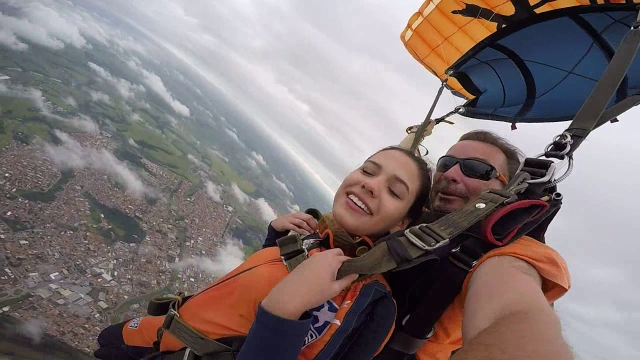 Salto de Paraquedas da Thais F na Queda Livre Paraquedismo 21 01 2017