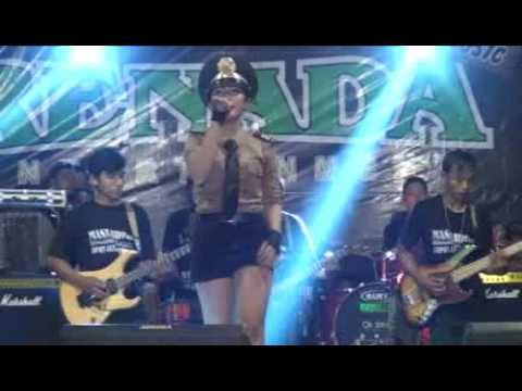 Polisi-Della monica( live perform with RENADA)