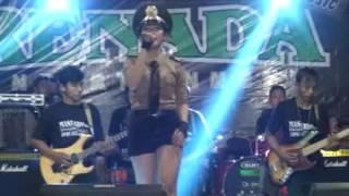 Polisi-Della monica( live perform with RENADA) Mp3