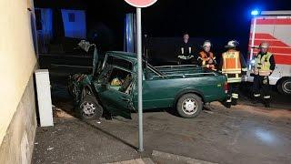 Frontal gegen Hauswand: 30-Jähriger bei Unfall in Gudensberg gestorben
