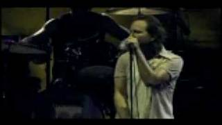 Pearl Jam- Daughter / (Another Brick in The Wall) (Chicago 2007)