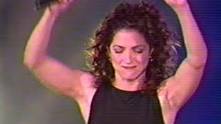 "Gloria Estefan ""Turn The Beat Around"" (Evolution Tour México 1997)"