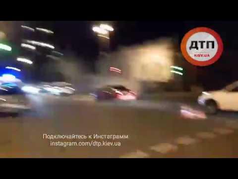 11.07.2017 ДТП КИЕВ ЦЕНТР ГРУШЕВСКОГО ХЮНДАЙ РЕГУЛИРОВЩИК 2