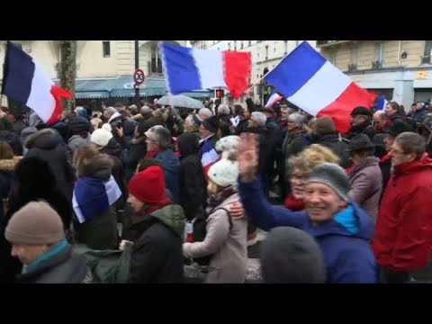 After 'yellow vests', 'red scarves' take to Paris streets