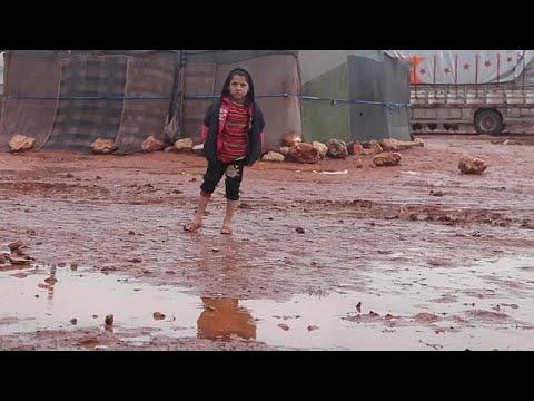 مرارة اللجوء وقسوة الطبيعة.. 11 ألف طفل سوري في إدلب يواجهون البرد والمطر…  - 11:54-2019 / 1 / 11
