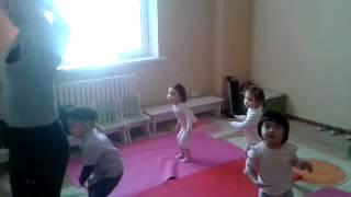 Занятия хореографией. Возраст детей - 2,5 года. Видео2(, 2013-06-23T04:59:51.000Z)