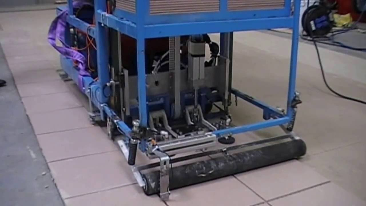 Machine a carreler youtube for Machine carrelage monocouche
